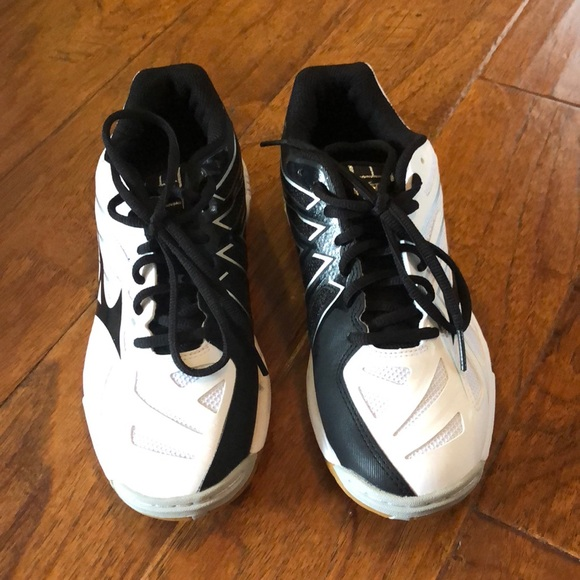 7482cb6e9966 Mizuno Wave Hurricane 3 Volleyball Shoes. M_5a9c761505f430aff0ffee20